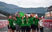 31 August 2021; Katie-George Dunlevy, fourth from left, and Eve McCrystal of Ireland, fourth from right, with head coach Neill Delahaye, centre, and their team celebrate with the Irish tri-colour after the Women's B Time Trial at the Fuji International Speedway on day seven during the Tokyo 2020 Paralympic Games in Shizuoka, Japan. Photo by David Fitzgerald/Sportsfile