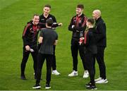 18 October 2021; Bohemians first team player development coach Derek Pender, left, with players, from left, Rob Cornwall, Keith Buckley, Rory Feely, Anto Breslin and Georgie Kelly before their side's SSE Airtricity League Premier Division match against Shamrock Rovers at Tallaght Stadium in Dublin. Photo by Seb Daly/Sportsfile