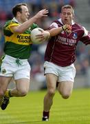 2 May 2004; Seamus Moynihan, Kerry, in action against Sean Og De Paor, Galway. Allianz National Football League 2004 Division 1 Final, Kerry v Galway, Croke Park, Dublin. Picture credit; Damien Eagers / SPORTSFILE *EDI*