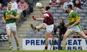 2 May 2004; Sean Og De Paor, Galway, in action against Liam Hassett, left, and William Kirby, Kerry. Allianz National Football League 2004, Division 1 Final, Kerry v Galway, Croke Park, Dublin. Picture credit; Damien Eagers / SPORTSFILE