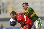 29 August 2004; Niall McCusker, Derry, in action against Dara O Cinneide, Kerry. Bank of Ireland Senior Football Championship Semi-Final, Derry v Kerry, Croke Park, Dublin. Picture credit; Brian Lawless / SPORTSFILE