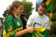 27 September 2004; Kerry captain Dara O'Cinneide signs an autograph for Kerry supporter Mairin Egan. Burlington Hotel, Dublin. Picture credit; Damien Eagers / SPORTSFILE