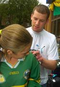 27 September 2004; Kerry captain Dara O'Cinneide signs the shirt of Kerry supporter Mairin Egan prior to the teams departure from the Burlington Hotel, Dublin. Picture credit; Damien Eagers / SPORTSFILE