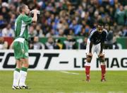 9 October 2004; Thierry Henry, France, takes a break as Roy Keane, Republic of Ireland, takes a drink during the second half. FIFA World Cup 2006 Qualifier, France v Republic of Ireland, Stade de France, Paris, France. Picture credit; David Maher / SPORTSFILE
