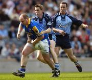 15 May 2005; Niall Sheridan, Longford, in action against Paul Griffen, centre, and Paddy Christie, Dublin. Bank Of Ireland Leinster Senior Football Championship, Dublin v Longford, Croke Park, Dublin. Picture credit; David Maher / SPORTSFILE