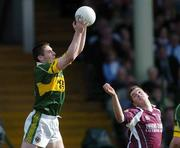23 April 2006; Darragh O Se, Kerry, in action against Niall Coleman, Galway. Allianz National Football League, Division 1 Final, Kerry v Galway, Gaelic Grounds, Limerick. Picture credit: David Maher / SPORTSFILE
