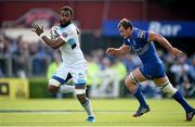 31 May 2014; Leone Nakarawa, Glasgow Warriors, races clear of Rhys Ruddock, Leinster. Celtic League 2013/14 Grand Final, Leinster v Glasgow Warriors. RDS, Ballsbridge, Dublin.  Picture credit: Brendan Moran / SPORTSFILE