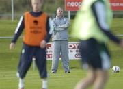 4 October 2006; Republic of Ireland Senior team coach Kevin MacDonald watches on during squad training. Malahide FC, Malahide, Dublin. Picture credit: David Maher / SPORTSFILE