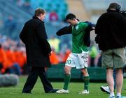 24 March 2007; Republic of Ireland manager Steve Staunton with Robbie Keane after his substitution during the second half. 2008 European Championship Qualifier, Republic of Ireland v Wales, Croke Park, Dublin. Picture credit: David Maher / SPORTSFILE
