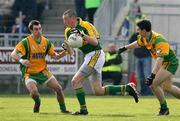 25 March 2007; Kieran Donaghy, Kerry, in action against Barry Dunnion and Paddy Campbell, Donegal. Allianz National Football League, Division 1A, Round 5, Donegal v Kerry, Letterkenny, Donegal. Picture credit: Oliver McVeigh / SPORTSFILE