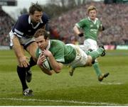 27 March 2004; Geordan Murphy, Ireland, scores his side's second try. RBS Six Nations Rugby Championship 2003-2004, Ireland v Scotland, Lansdowne Road, Dublin. Picture credit: Brendan Moran / SPORTSFILE