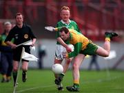 All-Ireland Club Football Final, Corofin v ERin's Isle, Croke Park. 17/3/98. Corofin's Aidan Fahy in a race for possession with Erin's Isle's Tony Gorman. Photograph © Brendan Moran SPORTSFILE.