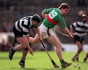 All-Ireland Club Hurling semi-final replay, Thurles 28/2/98. Birr v Clarecastle. Action features Daith' Regan, Birr, right, in a tussle for possession with Stephen Sheedy, Clarecastle. Photograph © Ray McManus SPORTSFILE.