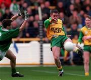All-Ireland Club Football Final, Corofin v ERin's Isle, Croke Park. 17/3/98. Corofin's Derek Reilly igets his shot in despite the blockdown attempt of Erin's Isle's Ken Spratt. Photograph © David Maher SPORTSFILE.