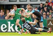 25 April 2015; Robbie Henshaw, Connacht, is tackled by Richie Vernon, Glasgow Warriors. Guinness PRO12, Round 20, Connacht v Glasgow Warriors. Sportsground, Galway. Picture credit: Oliver McVeigh / SPORTSFILE