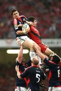 24 May 2008; Munster's David Wallace wins possession in the lineout against Toulouse's Fabien Pelous. Heineken Cup Final, Munster v Toulouse, Millennium Stadium, Cardiff, Wales. Picture credit: Oliver McVeigh / SPORTSFILE