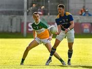 16 May 2015; Michael Quinn, Longford, in action against Graham Guilfoyle, Offaly. Leinster GAA Football Senior Championship, Round 1, Offaly v Longford, O'Connor Park, Tullamore, Co. Offaly. Picture credit: Ray McManus / SPORTSFILE
