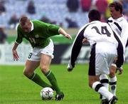 4 June 2000; Barry Quinn of Republic of Ireland in action against Christian Ramirez and Lues Perez of Mexico during the US Nike Cup game between Republic of Ireland and Mexico at Soldier Field in Chicago, Illnois, USA. Photo by David Maher/Sportsfile