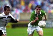 4 June 2000; Kevin Kilbane of Republic of Ireland in action against Israel Lopez of Mexico during the US Nike Cup game between Republic of Ireland and Mexico at Soldier Field in Chicago, Illnois, USA. Photo by David Maher/Sportsfile