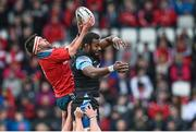 30 May 2015; Billy Holland, Munster, wins a line-out against Leone Nakarawa, Glasgow Warriors. Guinness PRO12 Final, Munster v Glasgow Warriors. Kingspan Stadium, Ravenhill Park, Belfast. Picture credit: Ramsey Cardy / SPORTSFILE