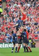 2 May 2009; Paul O'Connell, Munster, wins possession in the line-out against Malcolm O'Kelly, Leinster. Heineken Cup Semi-Final, Munster v Leinster, Croke Park, Dublin. Picture credit: Pat Murphy / SPORTSFILE