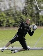 26 May 2009; Republic of Ireland's Dean Kiely in action during squad training ahead of their Friendly International against Nigeria on Friday night. Arsenal Training Grounds, St Albans, London, England. Picture credit: Tim Hales / SPORTSFILE