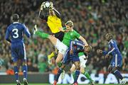14 November 2009; Hugo Lloris, France, in action against Kevin Doyle, Republic of Ireland. FIFA 2010 World Cup Qualifying Play-off 1st Leg, Republic of Ireland v France, Croke Park, Dublin. Picture credit: David Maher / SPORTSFILE