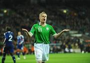14 November 2009; Damien Duff, Republic of Ireland, urges on the supporters during the game. FIFA 2010 World Cup Qualifying Play-off 1st Leg, Republic of Ireland v France, Croke Park, Dublin. Picture credit: Stephen McCarthy / SPORTSFILE