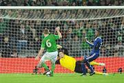 14 November 2009; Glenn Whelan, Republic of Ireland, attempts a shot on goal. FIFA 2010 World Cup Qualifying Play-off 1st Leg, Republic of Ireland v France, Croke Park, Dublin. Picture credit: Paul Mohan / SPORTSFILE