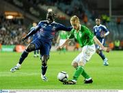 14 November 2009; Damien Duff, Republic of Ireland, in action against Bacary Sagna, France. FIFA 2010 World Cup Qualifying Play-off 1st Leg, Republic of Ireland v France, Croke Park, Dublin. Picture credit: Stephen McCarthy / SPORTSFILE