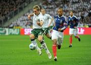 18 November 2009; Liam Lawrence, Republic of Ireland, in action against Thierry Henry, France. FIFA 2010 World Cup Qualifying Play-off 2nd Leg, Republic of Ireland v France, Stade de France, Saint Denis, Paris. Picture credit: David Maher / SPORTSFILE