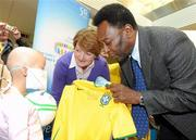 26 November 2009; Emma Philips, aged 7, from Navan, Co. Meath, with her mother Bernie, gets a signed shirt from Pelé during a visit to Our Lady's Children's Hospital, Crumlin, Dublin. Picture credit: Pat Murphy / SPORTSFILE