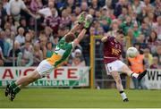 12 June 2016; John Connellan of Westmeath kicks a point whilst under pressure from Brian Darby of Offaly during the Leinster GAA Football Senior Championship Quarter-Final match between Westmeath and Offaly at Cusack Park in Mullingar, Co. Westmeath. Photo by Seb Daly/Sportsfile