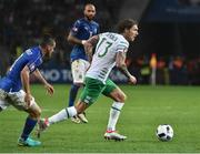 22 June 2016; Jeff Hendrick of Republic of Ireland in action against Alessandro Florenzi of Italy during the UEFA Euro 2016 Group E match between Italy and Republic of Ireland at Stade Pierre-Mauroy in Lille, France. Photo by David Maher/Sportsfile