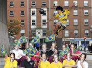 23 September 2010; Irish freestyle soccer player Dan Dennehy with pupils, from James Street CBS, at the launch of the new sports brand Pele Sports. Pelé Sports launch, Temple Bar, Dublin. Picture credit: Matt Browne / SPORTSFILE