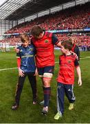 22 October 2016; CJ Stander of Munster with Tony Foley, left, and Dan Foley, sons of the late Munster Rugby head coach Anthony Foley, after the European Rugby Champions Cup Pool 1 Round 2 match between Munster and Glasgow Warriors at Thomond Park in Limerick. Photo by Diarmuid Greene/Sportsfile