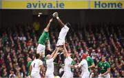 18 March 2017; Maro Itoje of England takes possession in a lineout ahead of Peter O'Mahony of Ireland during the RBS Six Nations Rugby Championship match between Ireland and England at the Aviva Stadium in Lansdowne Road, Dublin. Photo by Stephen McCarthy/Sportsfile