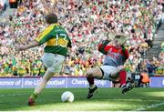 17 September 2006; Colm Cooper, Kerry, blasts the ball past David Clarke, Mayo. Bank of Ireland All-Ireland Senior Football Championship Final, Kerry v Mayo, Croke Park, Dublin. Picture credit: Oliver McVeigh / SPORTSFILE