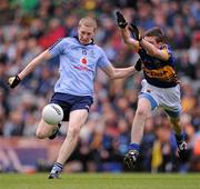 18 September 2011; David Campbell, Dublin, in action against Seamus Kennedy, Tipperary. GAA Football All-Ireland Minor Championship Final, Tipperary v Dublin, Croke Park, Dublin. Picture credit: Stephen McCarthy / SPORTSFILE