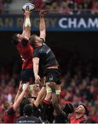 22 April 2017; Peter O'Mahony of Munster wins a lineout from George Kruis of Saracens during the European Rugby Champions Cup Semi-Final match between Munster and Saracens at the Aviva Stadium in Dublin. Photo by Brendan Moran/Sportsfile