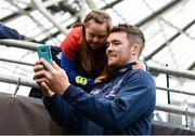 27 May 2017; Munster captain Peter O'Mahony takes a selfie with Jennifer Malone, from Clane, Co Kildare, ahead of the Guinness PRO12 Final between Munster and Scarlets at the Aviva Stadium in Dublin. Photo by Diarmuid Greene/Sportsfile