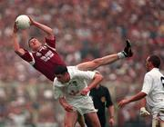 27th September 1998. Galway's Jarlath Fallon makes a clean catch over the head of Kildare's Dermot earley as Glen Ryan, Kildare. All Ireland Football Final, Croke Park, Dublin. Picture Credit: Ray McManus/SPORTSFILE.