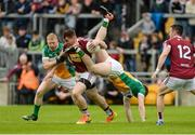 11 June 2017; Kieran Martin of Westmeath in action against Seán Pender and Niall Darby, left, of Offaly during the Leinster GAA Football Senior Championship Quarter-Final match between Offaly and Westmeath at Bord Na Móna O'Connor Park, Tullamore, in Co. Offaly. Photo by Piaras Ó Mídheach/Sportsfile