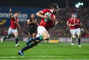 20 June 2017; Jared Payne of the British & Irish Lions runs in to score his side's fourth try during the match between the Chiefs and the British & Irish Lions at FMG Stadium in Hamilton, New Zealand. Photo by Stephen McCarthy/Sportsfile