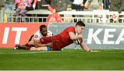 9 September 2017; Alex Wootton of Munster scores his fourth try of the game despite the efforts of Sergeal Petersen of Cheetahs during the Guinness PRO14 Round 2 match between Munster and Cheetahs at Thomond Park in Limerick. Photo by Diarmuid Greene/Sportsfile