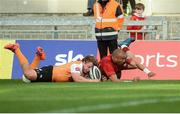 9 September 2017; Simon Zebo of Munster scores a try despite the efforts of Torsten van Jaarsveld of Cheetahs during the Guinness PRO14 Round 2 match between Munster and Cheetahs at Thomond Park in Limerick. Photo by Diarmuid Greene/Sportsfile