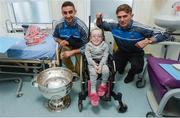 18 September 2017; Dublin footballers James McCarthy, left, and Michael Fitzsimons with Grace Cogan, age 10, from Castleblaney, Co Monaghan, during the All-Ireland Senior Football Champions visit to Temple Street Children's Hospital in Dublin. Photo by Piaras Ó Mídheach/Sportsfile