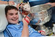18 September 2017; Rory Whelan from New Ross, Co Wexford, with the Sam Maguire Cup during the All-Ireland Senior Football Champions visit to Temple Street Children's Hospital in Dublin. Photo by Piaras Ó Mídheach/Sportsfile