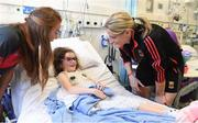 25 September 2017; Sadhbh McGrath, age 5, from Raheney, Co Dublin, meets Mayo senior ladies footballers Cora Staunton and Sarah Tierney, left, during the All-Ireland Senior Ladies Football Champions visit to Temple Street Children's Hospital at Temple Street Children's Hospital, in Dublin. Photo by Cody Glenn/Sportsfile
