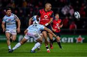 21 October 2017; Simon Zebo of Munster passes the ball behind his back to team mate Keith Earls as he is tackled by Pat Lambie of Racing 92 during the European Rugby Champions Cup Pool 4 Round 2 match between Munster and Racing 92 at Thomond Park in Limerick. Photo by Brendan Moran/Sportsfile